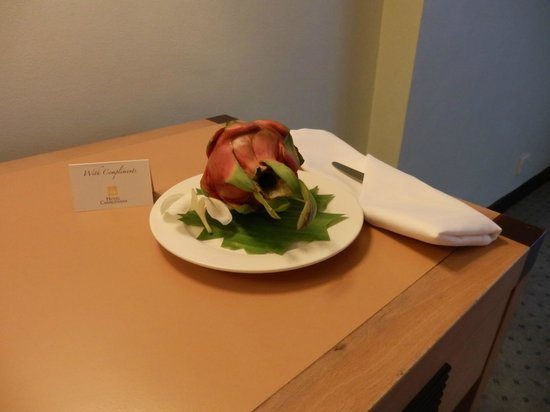 Hotel Cambodiana:                   A welcome gift  you get when you arrive ... here a dragon fruit!