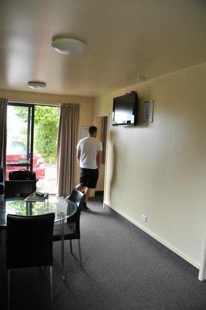 All Seasons Holiday Park Rotorua : pièce principale cuisine,salon, salle à manger