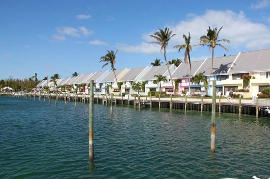 Treasure Cay Beach, Marina & Golf Resort:                   Treasure Cay Village