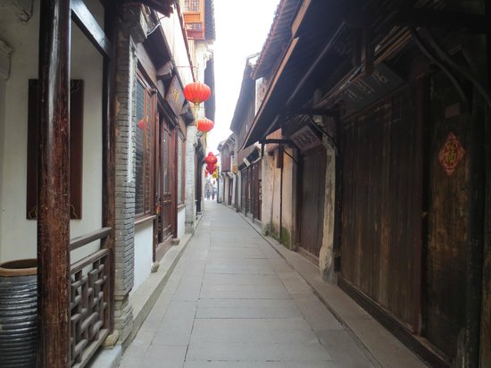Zhouzhuang Water Town:                   Cleaness Footpath in Village