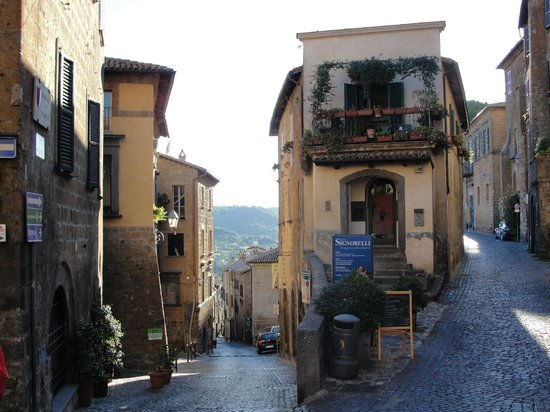 B&B Sant'Angelo 42:                   Orvieto cobble lane