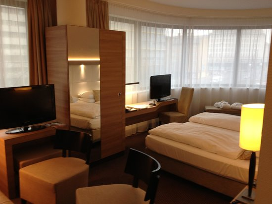 H4 Hotel Berlin Alexanderplatz:                   My room