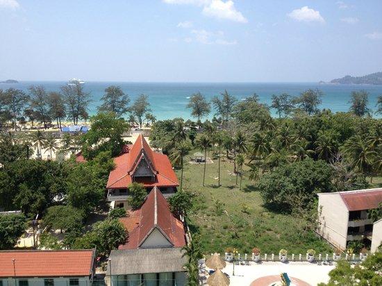 Andaman Beach Suites Hotel: vue du 11 éme étages sur Patong beach