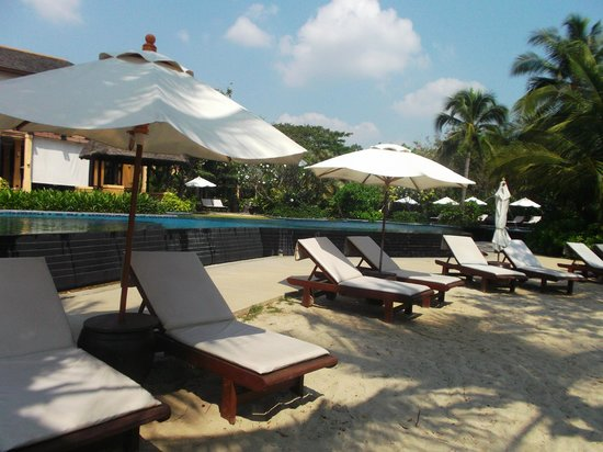Mövenpick Asara Resort & Spa Hua Hin :                   นอนอาบแดด