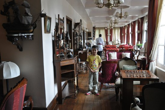 The Elgin, Darjeeling:                   Lobby