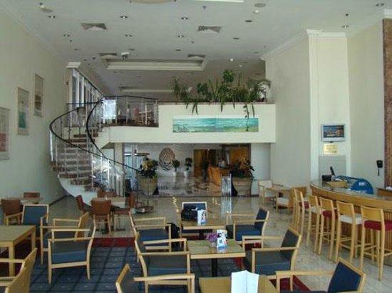 Grand Beach Hotel:                   Bar