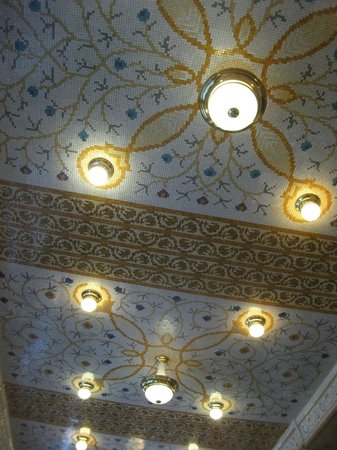 Art Deco Imperial:                   Celing in the resteraunt