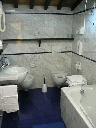 Hotel City:                   bagno