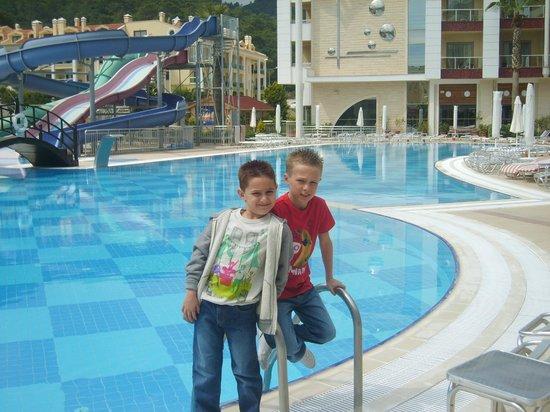 Grand Pasa Hotel:                                     pool                                  