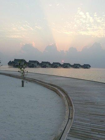 Jumeirah Vittaveli:                   Hotel View