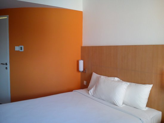 Ibis Bali Kuta:                                     The bright and clean room