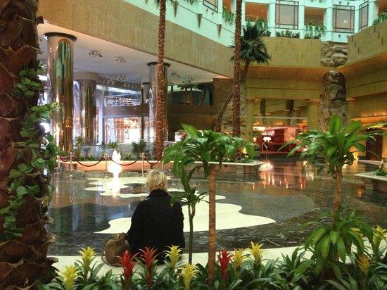 Jeddah Hilton Hotel:                   foyer
