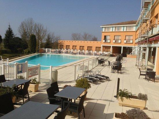 Mercure Toulouse Aeroport Golf de Seilh Hotel:                   pool area