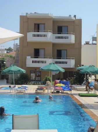 Esperides Apartments: Værelser med pool/havudsigt