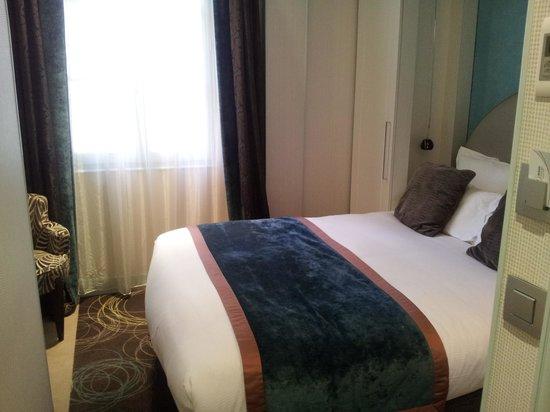 Hotel le Petit Paris:                   bedrrom