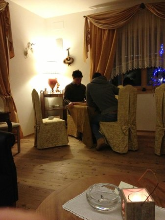 Hotel la Cacciatora Wellness & Beauty: Sala sigari - Partitone a dama