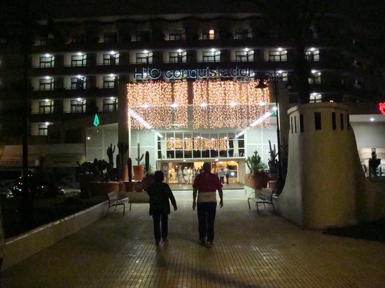 H10 Conquistador:                   Front of Hotel with Some of the Christmas decorations.
