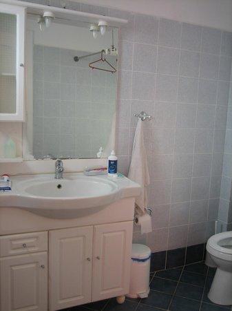 Mama's Pension:                                     Bathroom