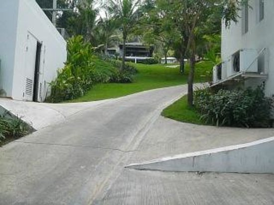Infinity Residences & Resort Koh Samui:                   View up the slope from Level L