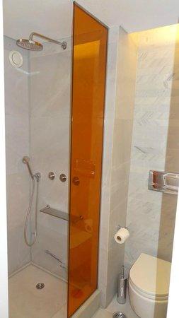 Fresh Hotel:                   Bathroom