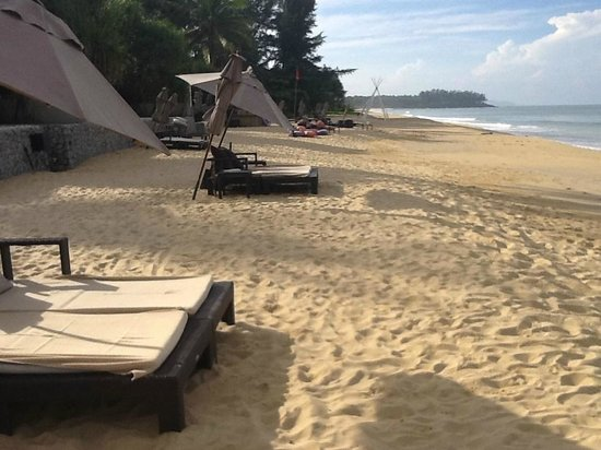 Aleenta Phuket Resort & Spa:                   Beach