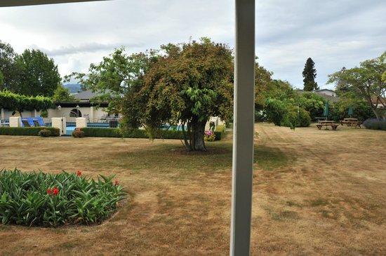 Equestrian Lodge Motel: vue sur le jardin
