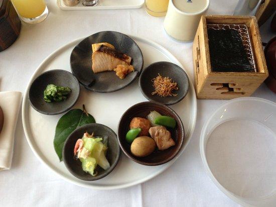 Cerulean Tower Tokyu Hotel:                   和朝食ルームサービス