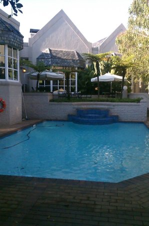 City Lodge Hotel Sandton Morningside:                   the outdoor pool