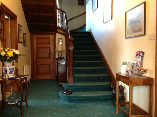 Glebe End Bed and Breakfast: Hall and Stairs