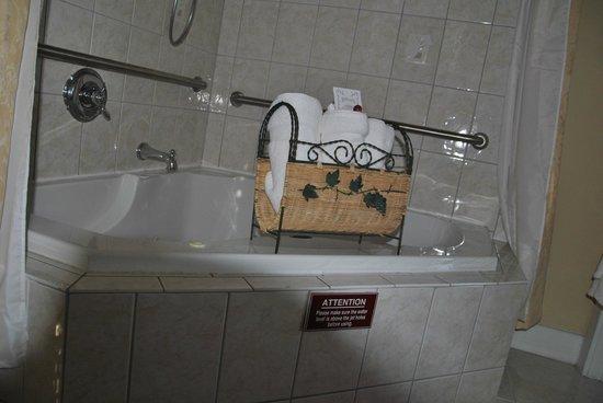 Agustin Inn:                   Raum Buckingham - Whirlpool und Dusche