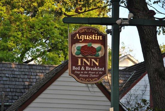 Agustin Inn:                   Außenansicht