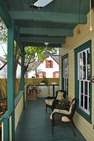 Agustin Inn:                   Die Veranda