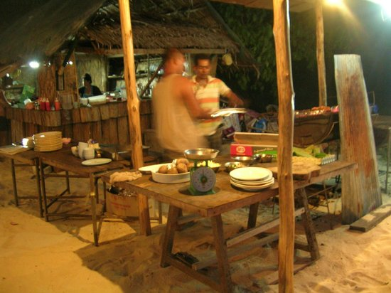 Koh Ngai Camping Restaurant:                   Grillbereich