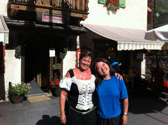 Pension de la Poste :                   Madamu & I