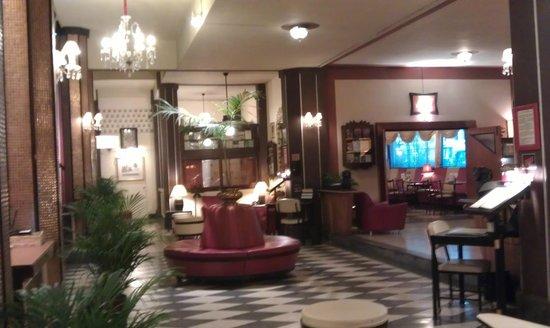 Atlanta Hotel:                   Lobby