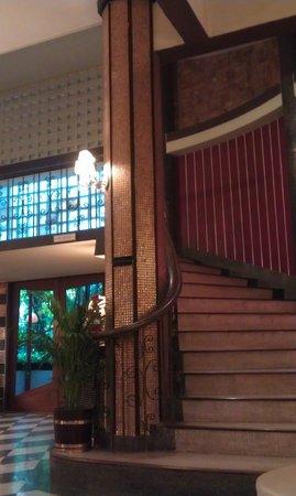 Atlanta Hotel:                   Treppe zu dem Zimmern