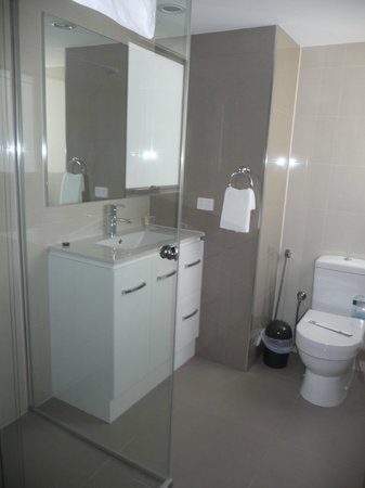 Zenith Apartments:                   Ensuite bathroom
