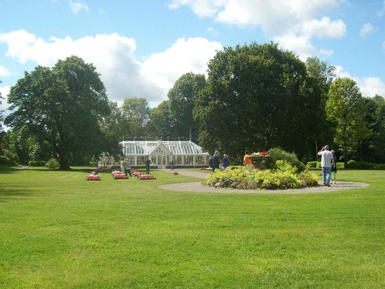Museu Nacional da Irlanda - Vida Rural:                   gardens and greenhouse