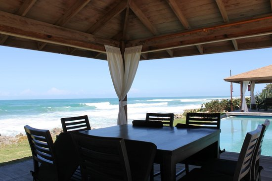 Sosua Ocean Village: Беседка ресторана на самом берегу океана