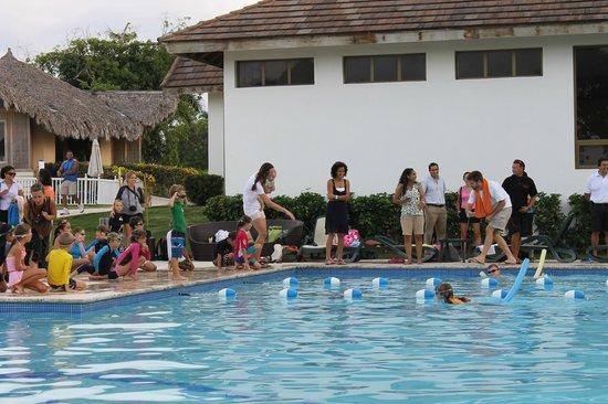 Sosua Ocean Village: Детские соревнования в бассейне