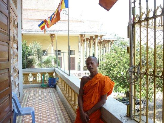 Wat Ounalom:                   one cool monk