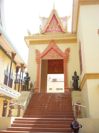 Wat Ounalom:                   nice entrance