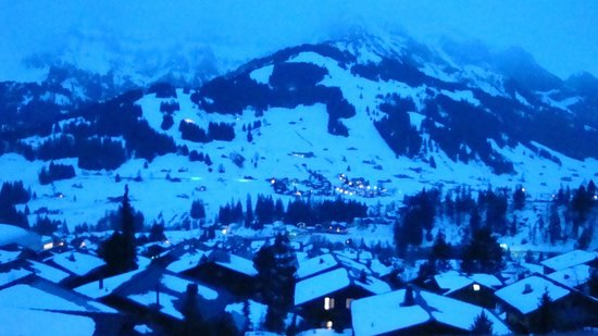 Alpenrose Adelboden:                   night view from balcony