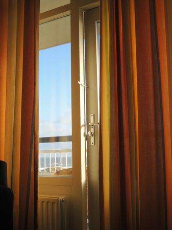 NH Atlantic Den Haag:                   good morning !