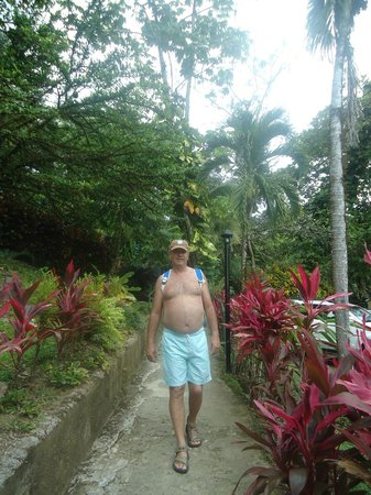 Hotel Karahe: Caminando a la playa