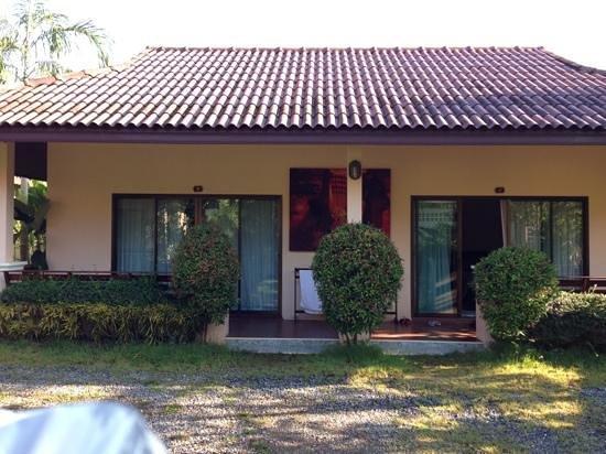 Ao-Nang Bamboo Bungalows:                   Front view