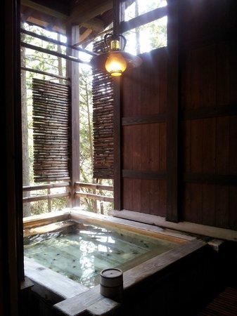 Hazu Gassho :                   Wooden onsen, amazing