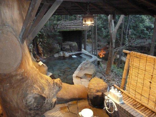 Hazu Gassho :                   Stone onsen, wonderful