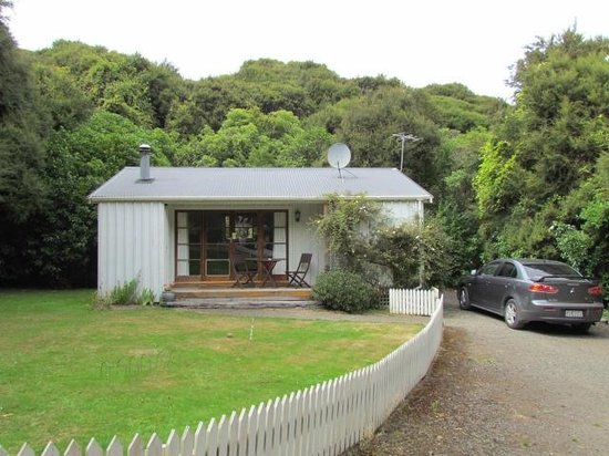 Akaroa Cottages - Heritage Collection:                   Croquet Cottage