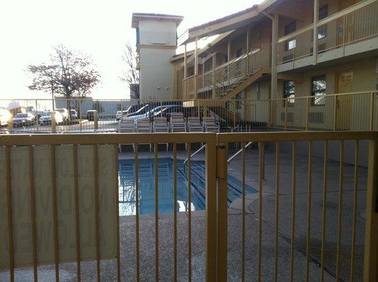 La Quinta Inn Nashville South:                   Pool area